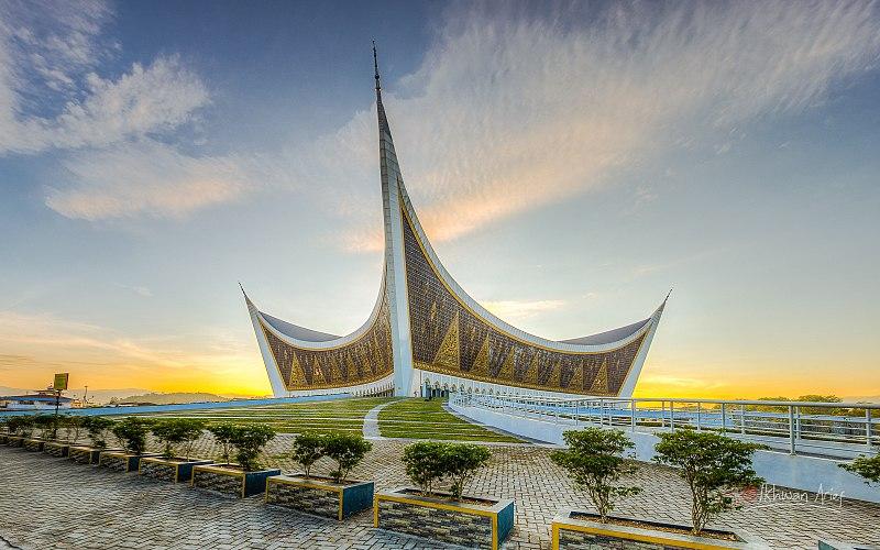 800px Mesjid Raya Sumatera Barat